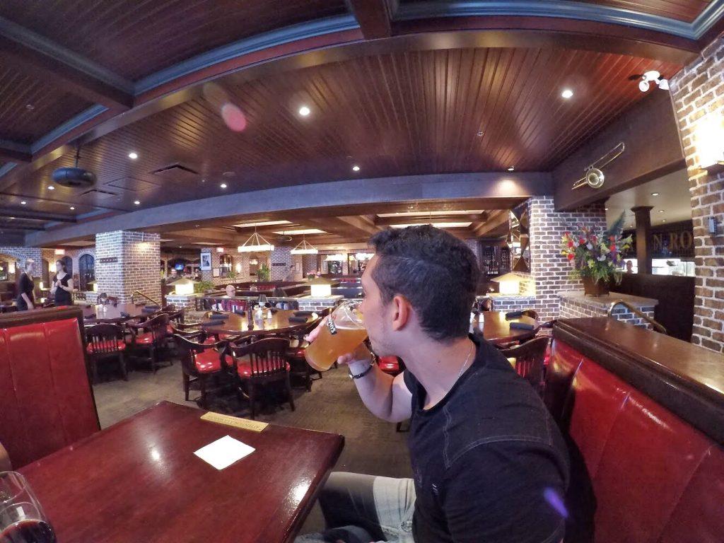 @dicadeturista no restaurante Baton Rouge