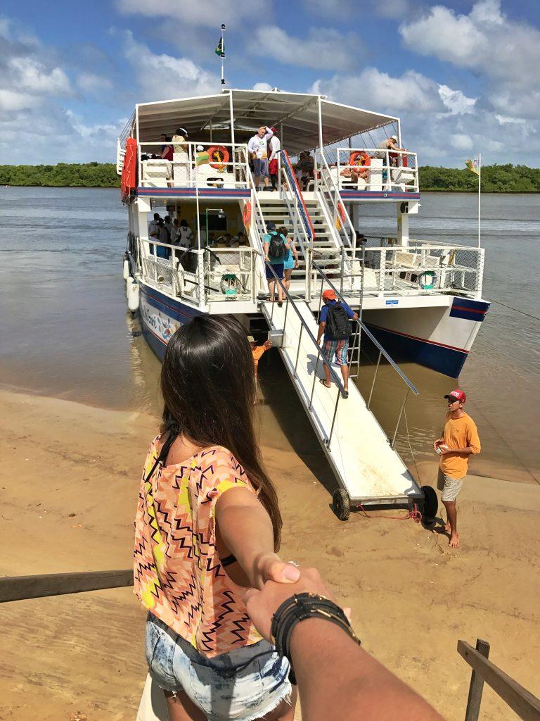 Embarque no catamarã para a Croa do Goré