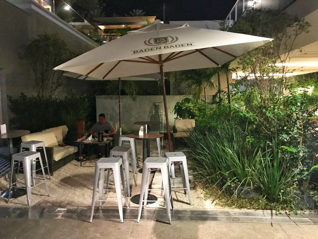 Foto da área garden do botto bar barra da tijuca