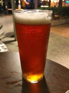 Foto de um copo de cerveja